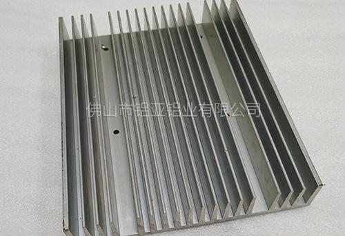 铝制散热器